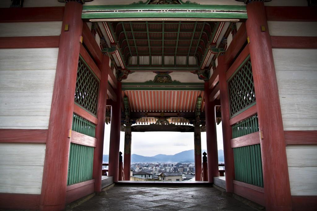 kyoto temple gateway